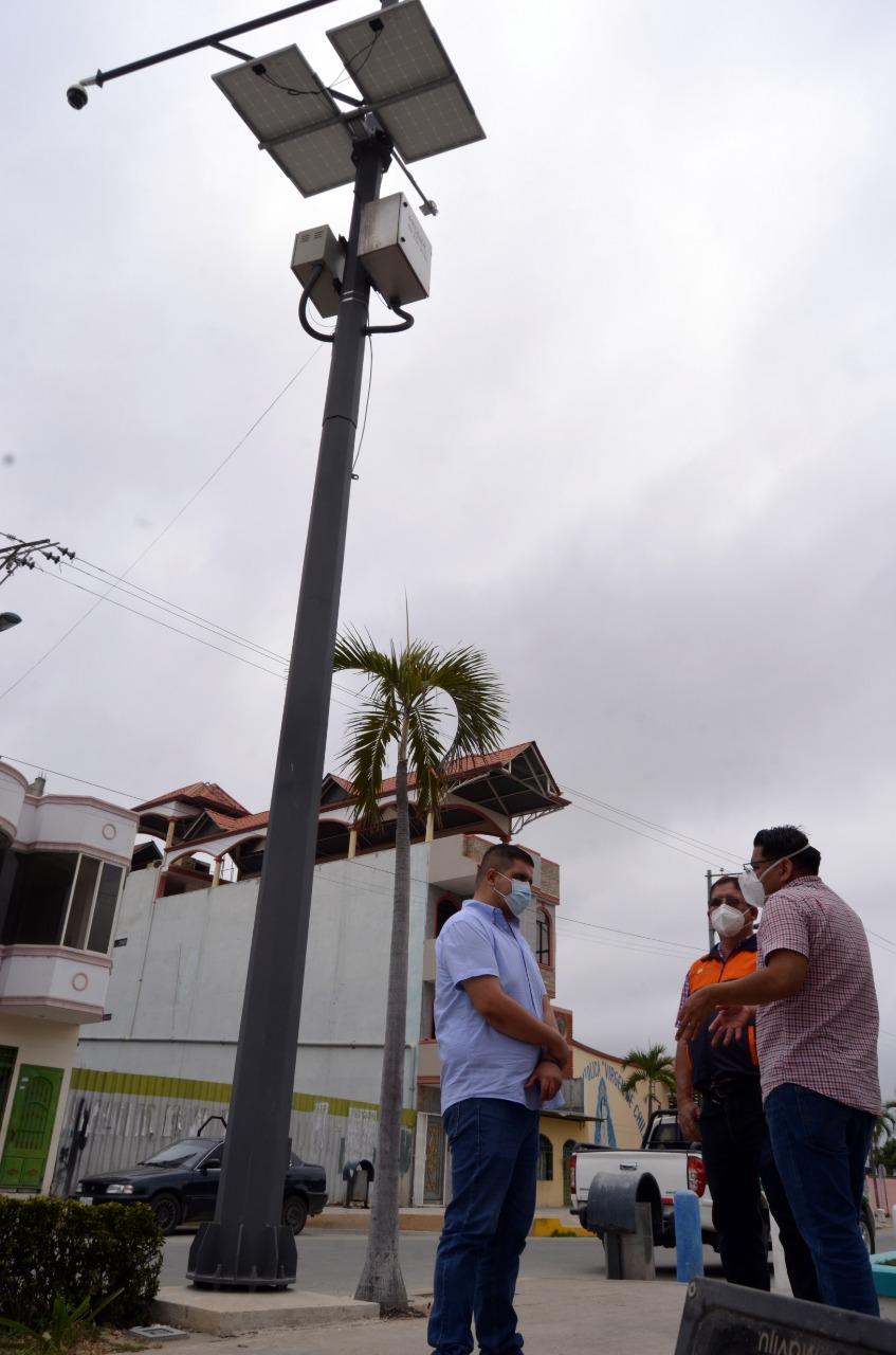 Gobernador Gámez verificó pruebas del Sistema de Alerta temprana ante Tsunami en Puerto Hualtaco