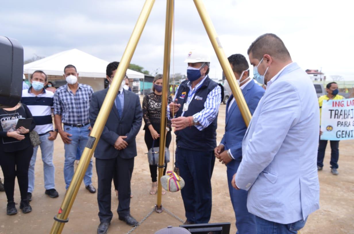 Ministro de Vivienda junto a gobernador Gámez visitó planes habitacionales que se ejecutan en El Oro