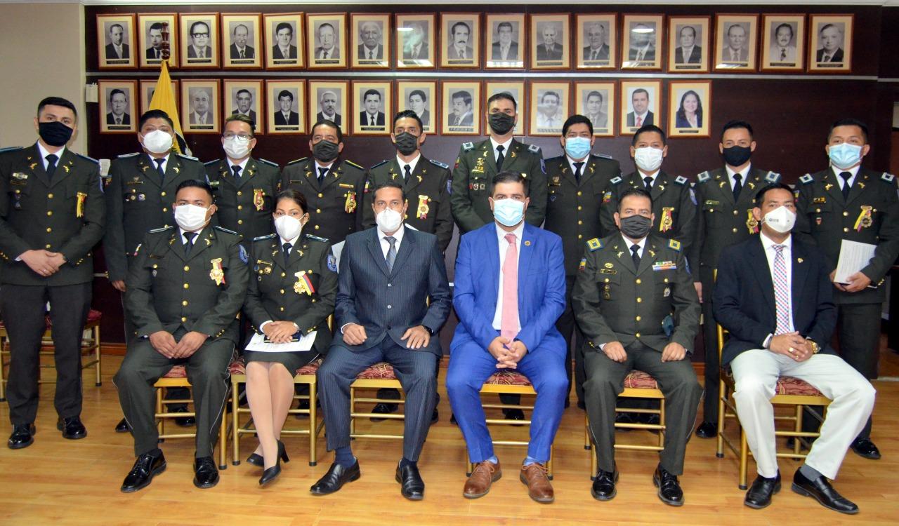 Gobernación de El Oro reconoció a 12 gendarmes de la Unidad Antinarcóticos de la provincia con la Condecoración Pública solemne al mérito profesional