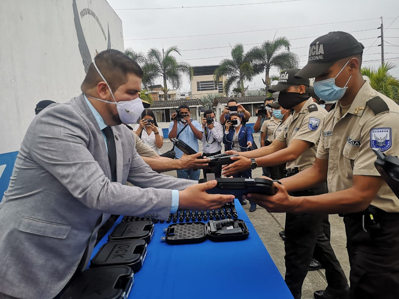 Comando de Policía de El Oro recibió 106 armas de fuego para los gendarmes