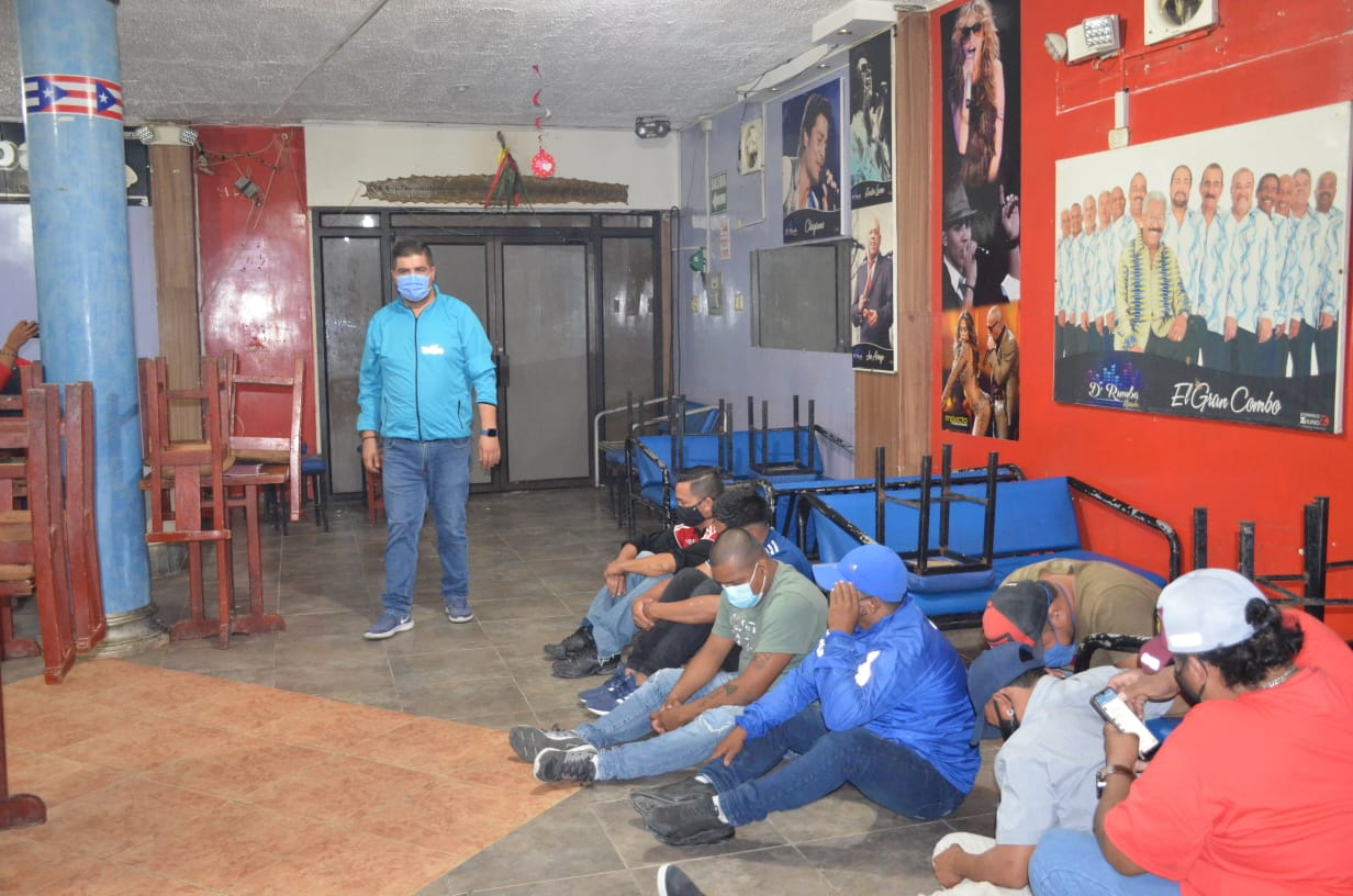 34 detenidos, una gallera y un bar clandestino por infringir el toque de queda fueron intervenidos en Machala