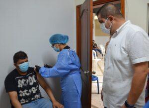 Personal estratégico del municipio de Machala fue inmunizado contra el covid-19